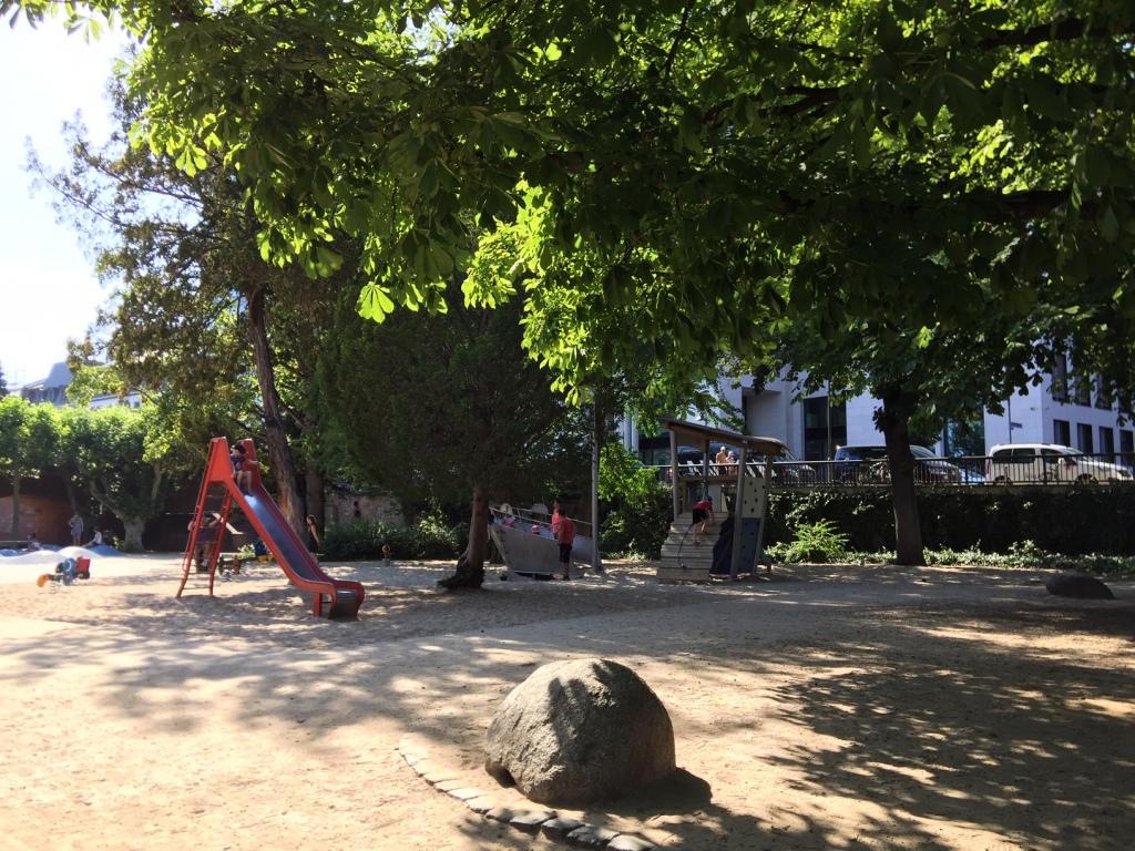 Ironman Spielplatz am Mainkai, direkt an der Strecke