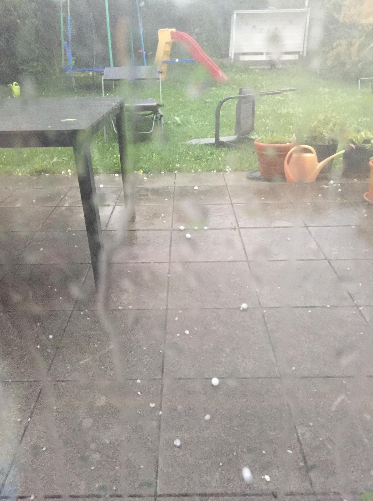 Unwetter, Hagel und Verwüstung im Garten
